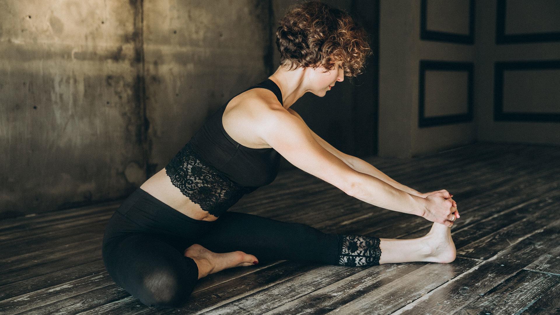Комплексы по йоге для женщин и восстановление после родов ...